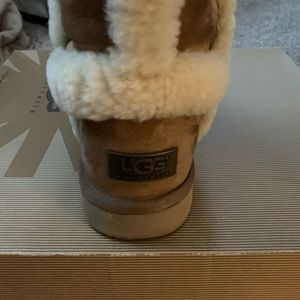 UGG Shoes - Boots